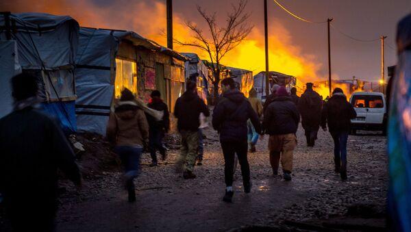 Des migrants à Calais, France - Sputnik Latvija