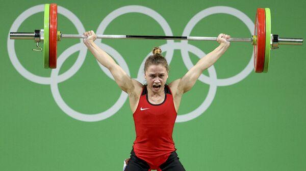 Латвийский атлет Ребека Коха выступила в финале соревнований по тяжелой атлетике на Олимпиаде в Рио  - Sputnik Латвия