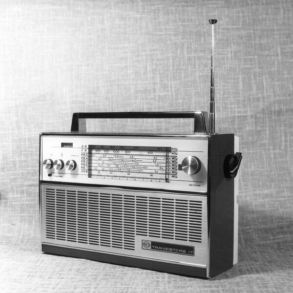 Транзисторный радиоприемник ВЭФ-17 - Sputnik Latvija