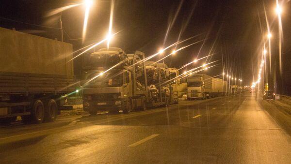 Грузовые автомобили стоят в пробке - Sputnik Латвия