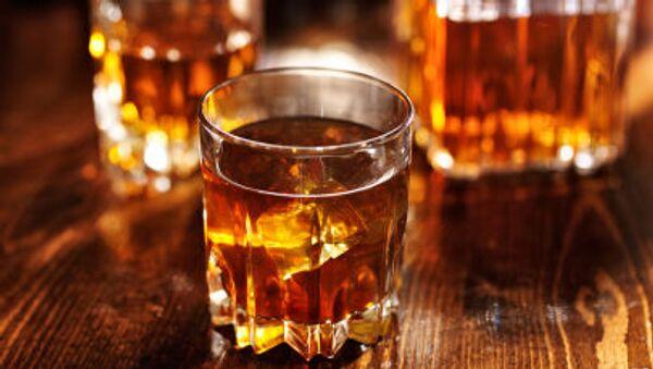 Стакан с виски - Sputnik Latvija