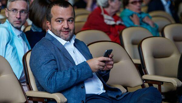 Банкир Эрнест Бернис на концерт пришел с детьми - Sputnik Латвия