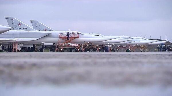 Бомбардировщики-ракетоносцы Ту-22 М3 Военно-космических сил России - Sputnik Латвия
