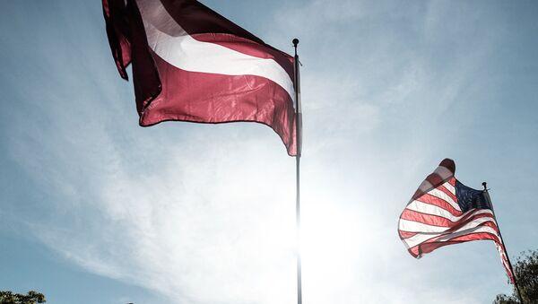 Latvijas un ASV karogs - Sputnik Latvija