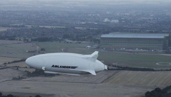 Тестовый полет самого большого воздушного судна - Sputnik Латвия