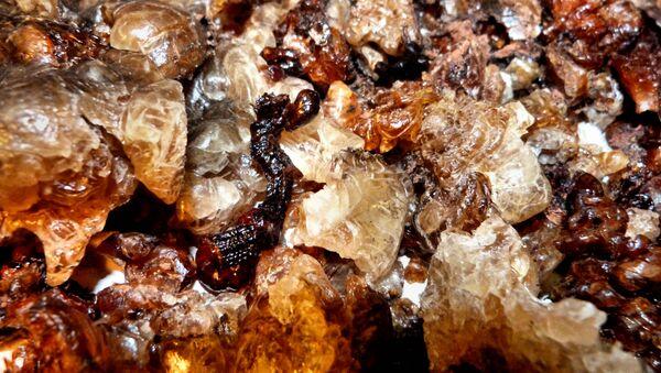 Необработанный янтарь. Архивное фото - Sputnik Латвия