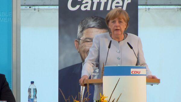 Merkele vēlas atgriezties pie pirmsankciju attiecībām ar Maskavu - Sputnik Latvija