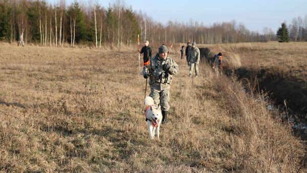 Волонтеры Bezvest.lv ведут поиск - Sputnik Латвия