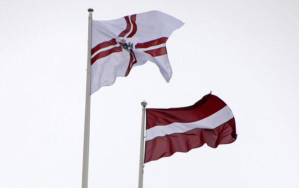 Штандарт президента Латвии на Рижском замке - Sputnik Латвия