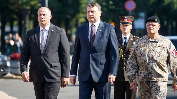 Министр обороны Латвии Раймондс Бергманис, президент Латвии Раймондс Вейонис, командующий Национальными вооружёнными силами Латвии генерал-лейтенант Раймондс Граубе - Sputnik Латвия