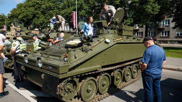 Бронетранспортёр Pērkons (Гром) Латвийской армии - Sputnik Латвия
