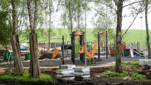 Детская площадка у кепки ушакова скоро откроется - Sputnik Латвия