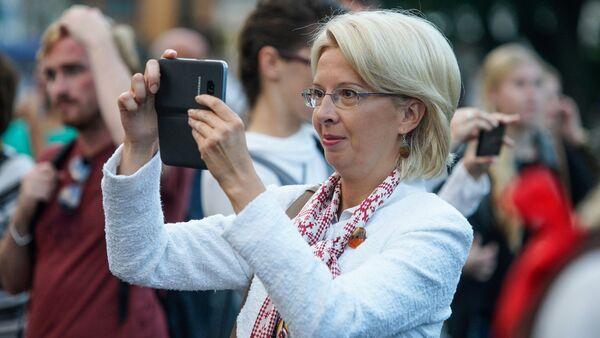 Спикер Сейма Инара Мурниеце пришла поддержать активистов из Национального объединения - Sputnik Латвия