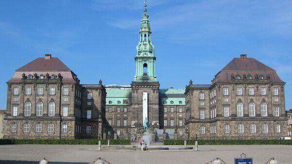 Здание датского парламента (дворец Кристиансборг) в Копенгагене - Sputnik Латвия