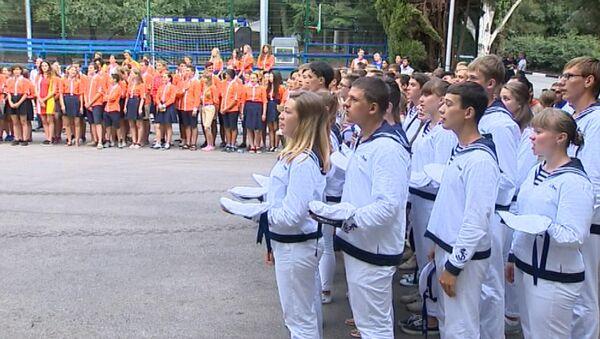 Bērni no Krievijas un Francijas ar asarām acīs atvadījās no Arteka - Sputnik Latvija