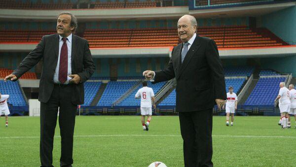 Президент УЕФА Мишель Платини и президент ФИФА Йозеф Блаттер - Sputnik Латвия