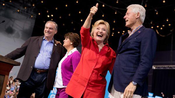 Klintonu pāris. Foto no arhīva - Sputnik Latvija