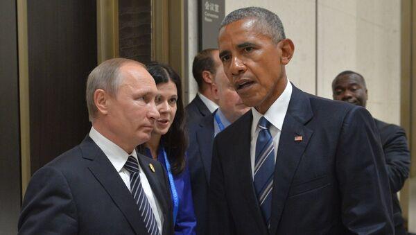 Президент РФ Владимир Путин (слева) и президент США Барак Обама во время встречи в Ханчжоу - Sputnik Latvija