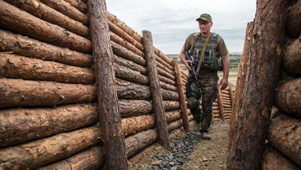 Ukrainas karavīrs Doņeckas apgabalā. Foto no arhīva - Sputnik Latvija