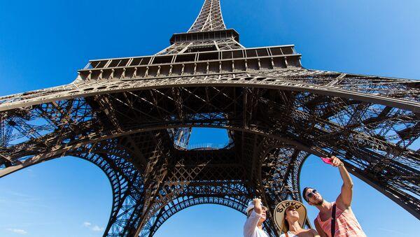 Eifeļa tornis. Parīze. Foto no arhīva - Sputnik Latvija