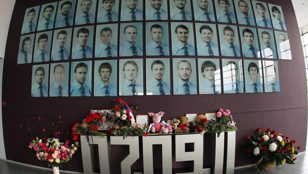 Мемориальная стена в память о членах хоккейного клуба Локомотив - Sputnik Латвия