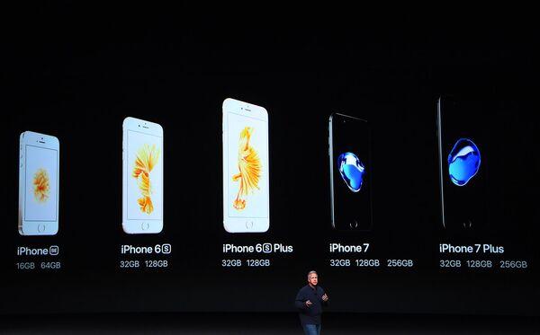 Отмечается, что телефон на новой батарее прослужит на час дольше, чем iPhone 6S и на два — чем iPhone 6 - Sputnik Latvija