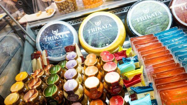 Разнообразный ассортимент сыра от латвийского производителя молочных продуктов Trikata - Sputnik Латвия