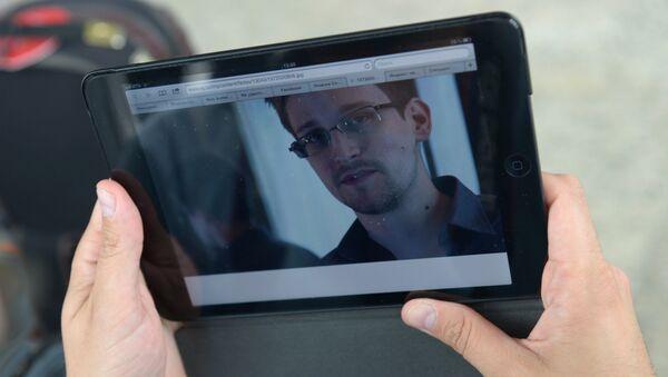 Бывший сотрудник ЦРУ и Агентства национальной безопасности США Эдвард Сноуден. - Sputnik Latvija