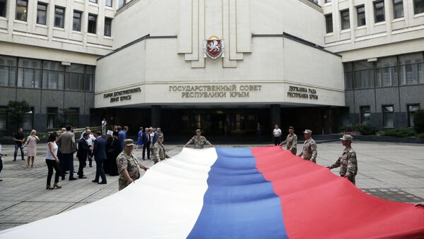 Празднование Дня Государственного флага Российской Федерации в Симферополе - Sputnik Latvija