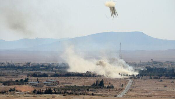 Сирийская армия полностью освободила от боевиков город Эль-Карьятейн - Sputnik Латвия