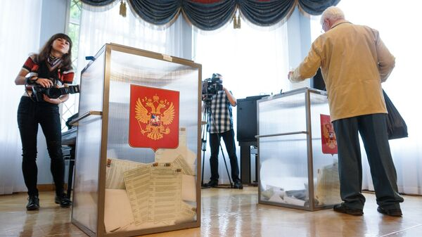 На избирательном участке в Посольстве России - Sputnik Latvija
