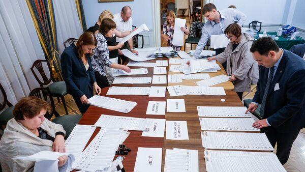 Подсчёт голосов по партийным спискам - Sputnik Латвия