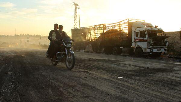 Разрушенный грузовик с гуманитарной помощью в Сирии - Sputnik Latvija