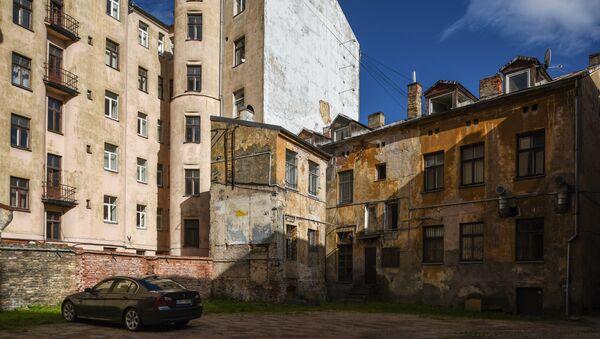 Двор на улице Бривибас в центре Риги в Латвии - Sputnik Латвия
