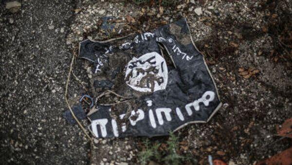Флаг радикальной исламистской организации Исламское государство Ирака и Леванта - Sputnik Latvija