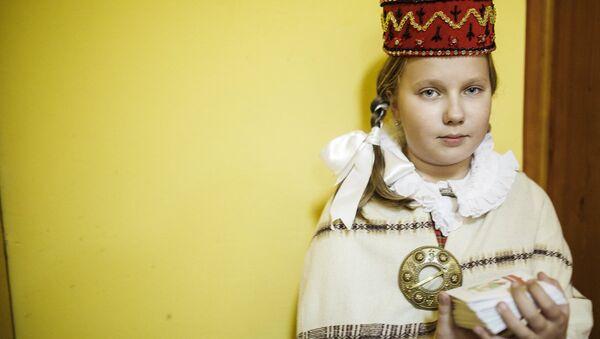 Ульяна Чернова в национальном латышском костюме - Sputnik Латвия