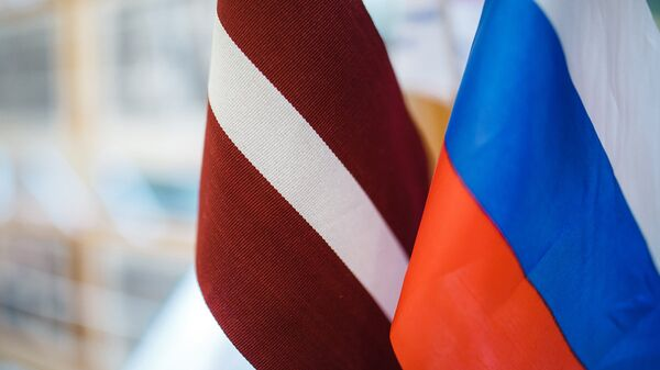 Latvijas un Krievijas karogi. Foto no arhīva - Sputnik Latvija