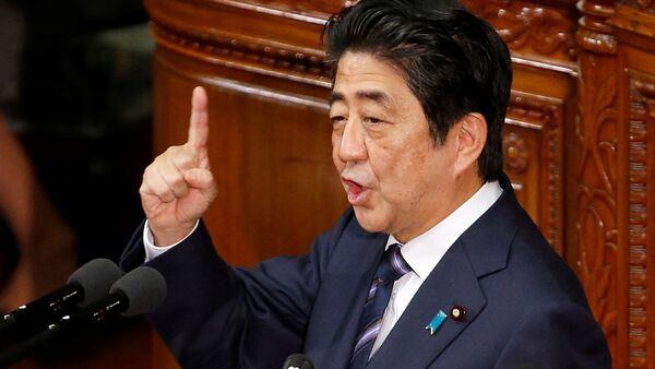 Японский премьер-министр Синдзо Абэ - Sputnik Latvija