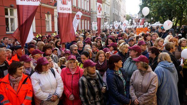 Протест Латвийского профсоюза работников здравоохранения и социального ухода у Сейма - Sputnik Латвия