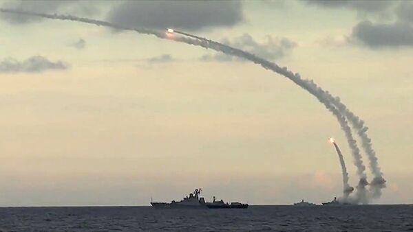 Массированный удар по объектам инфраструктуры ИГ в Сирии - Sputnik Латвия