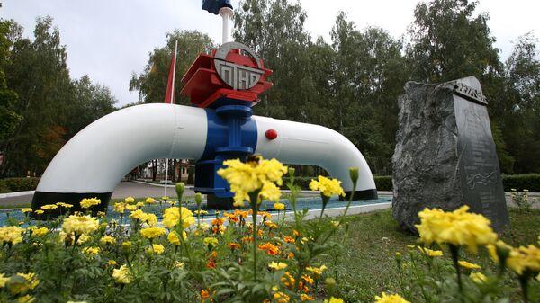 Символ нефтепровода Дружба неподалеку от города Мозырь Гомельской области. - Sputnik Latvija