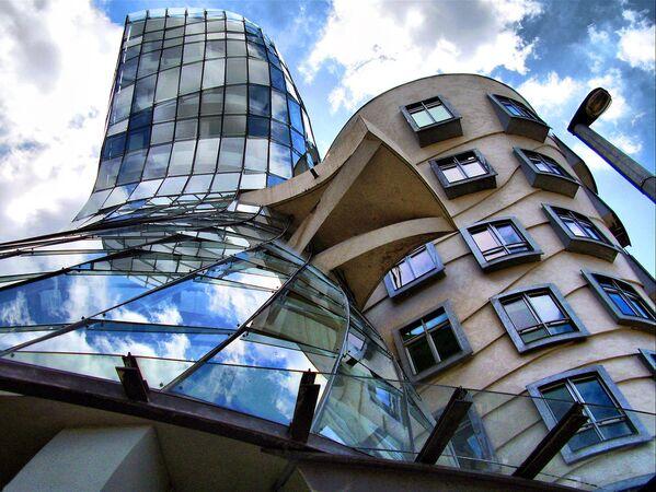 Танцующий дом (Прага, Чехия, архитектор Фрэнк Гери) - Sputnik Латвия