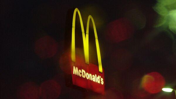 Логотип ресторана Макдоналдс - Sputnik Латвия