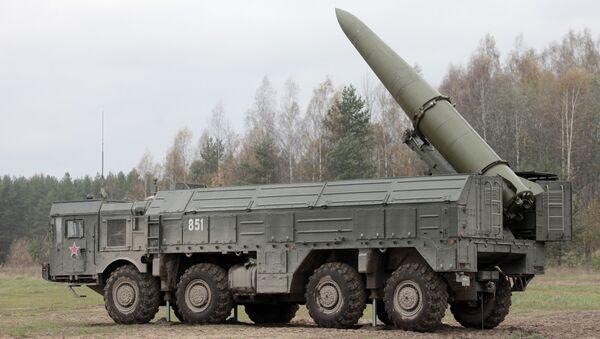 Учения по развертыванию ракетного комплекса Искандер - Sputnik Латвия