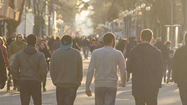 Cilvēki Jūrmalas ielās - Sputnik Latvija
