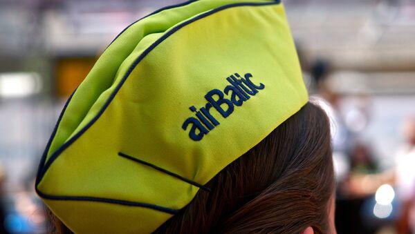 Головной убор сотрудницы AirBaltic - Sputnik Латвия