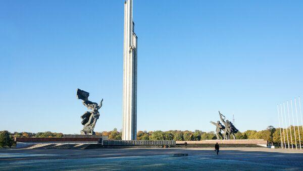 Памятник Воинам-освободителям Риги - Sputnik Латвия