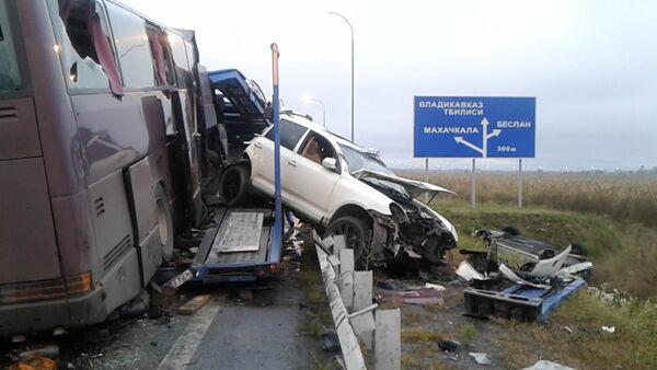 Кадры с места аварии пассажирского автобуса на трассе Беслан-Владикавказ - Sputnik Латвия