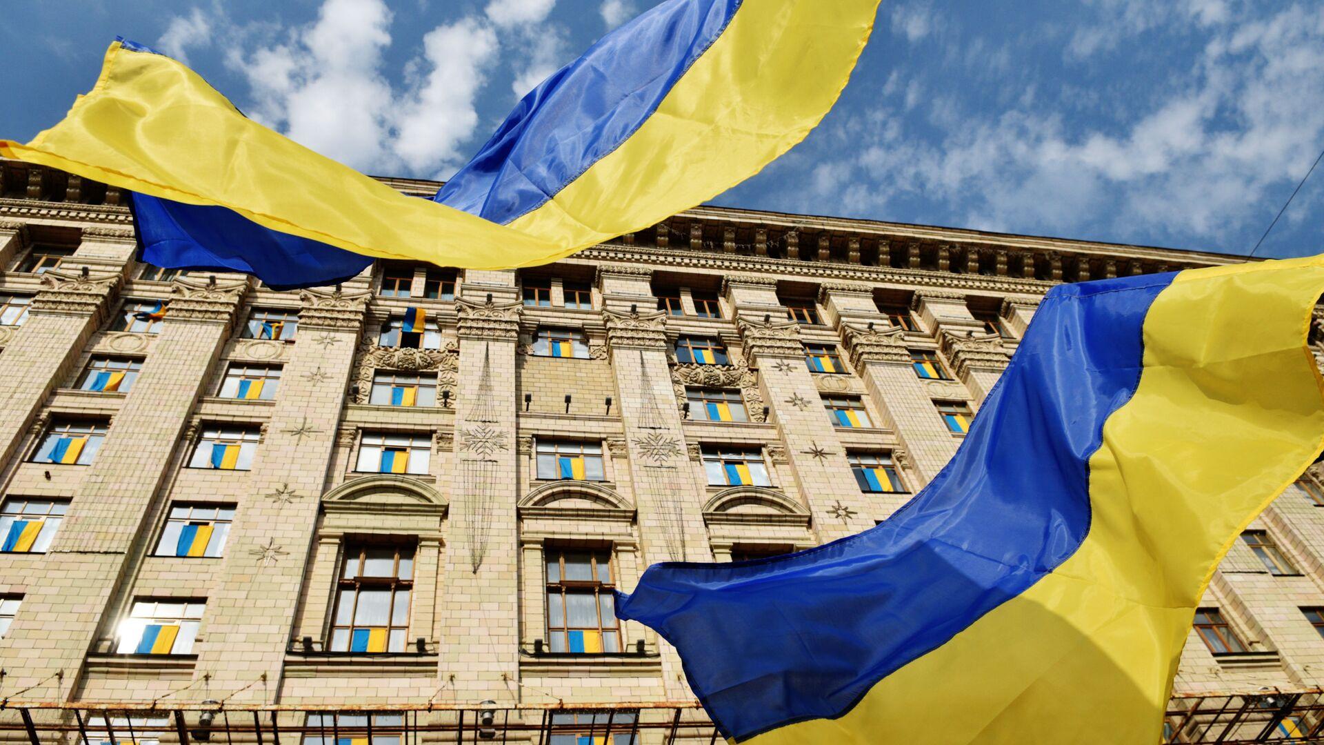 Флаги у Киевской городской администрации - Sputnik Латвия, 1920, 09.07.2021