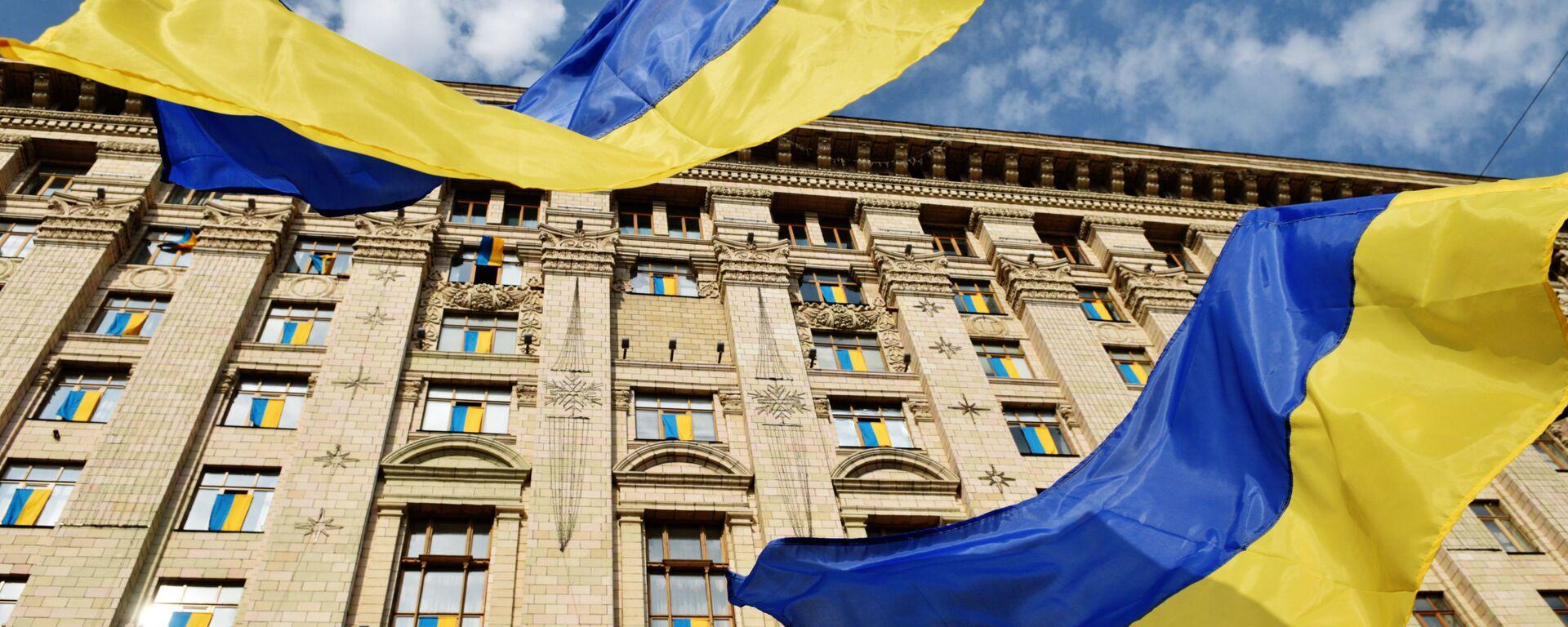 Флаги у Киевской городской администрации - Sputnik Латвия, 1920, 07.12.2016